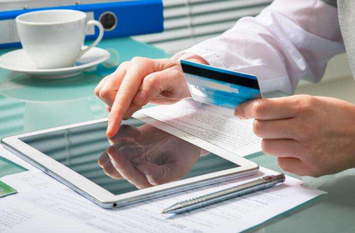 按时还信用卡 银行从哪赚钱